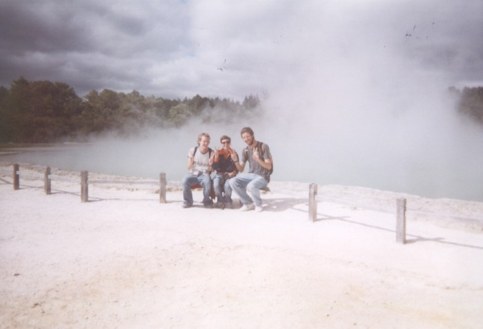 waiotapu_simon_kate_me_apr_04.jpg