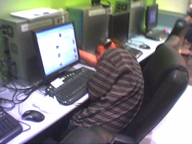 Dude_asleep_in_cybercafe.jpg